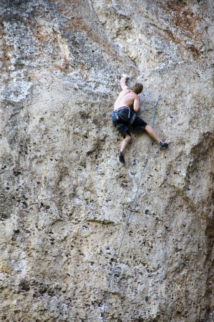 Conrad sending Hanoi Hilton (5.11d). This line looks great, on the list for next time.
