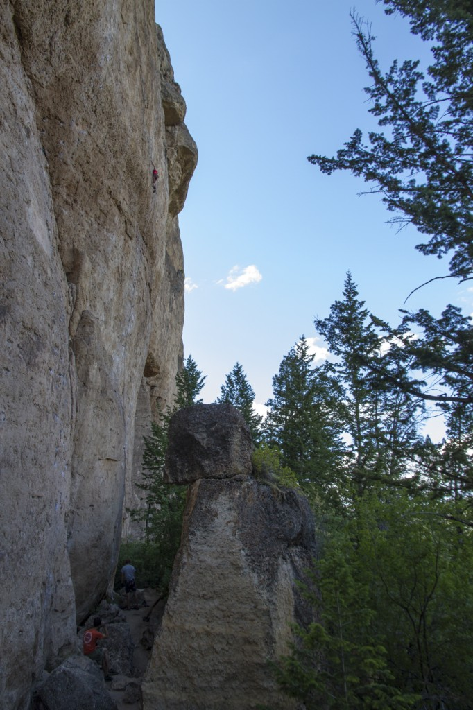 Robyn just before the crux on the LOOONNG and classic Cocaine Rodeo (5.12a). Photo: Benny