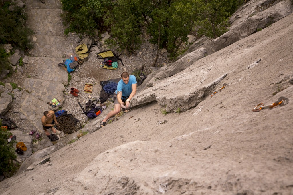 Steve working up the amazing Mugre Mugre (5.10d - R).